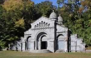 96-vanderbilt-mausoleum